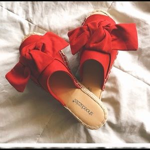 Re-posh red bow shoes!😍